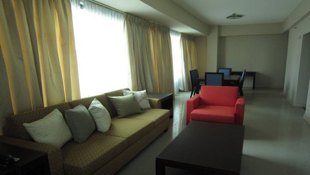 Short Term Rentals 67sqm 1-Bedroom in Eastwood Park Residences