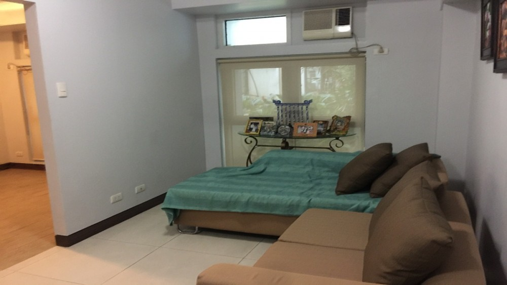 Eastwood Legrand 1 Furnished One Bedroom Condo